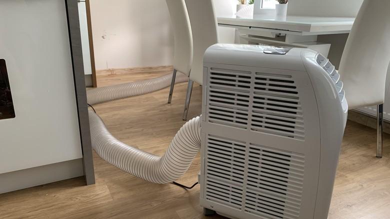 Mobilní klimatizace odvod teplého vzduchu